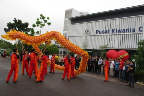 Welcome by the dragon dance troupe