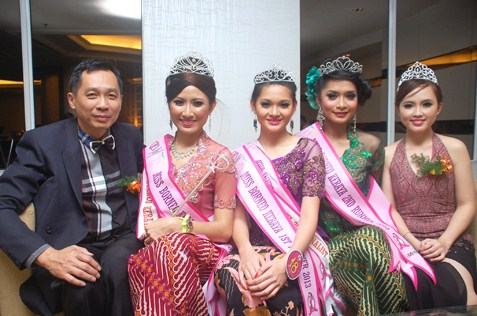 (L-R) Jason Hee, Kueh Mei Fung, Cherish Supang Matius, Norita Bt Karim and Joeyce Hii