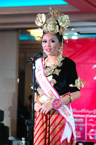 Maryanne Lee - 4th runner-up Miss Borneo Kebaya 2013, 4th runner-up Best Ethnic Costume & Miss Axxezz Fashionizza