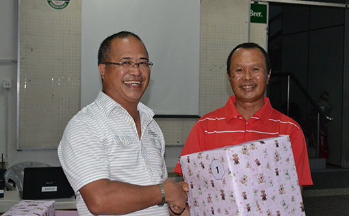 The Organising Chairman (Red Shirt) presenting the prizes to the winners.
