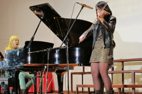 Tan Yu LIng, 15 years old, has been playing the violin for seven years. She also plays the piano and sing.