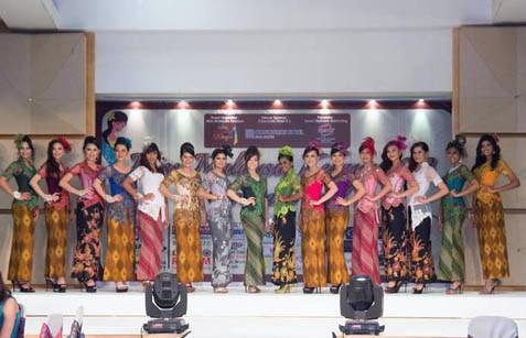 16 finalists of Miss Malaysia Kebaya 2013 pageant