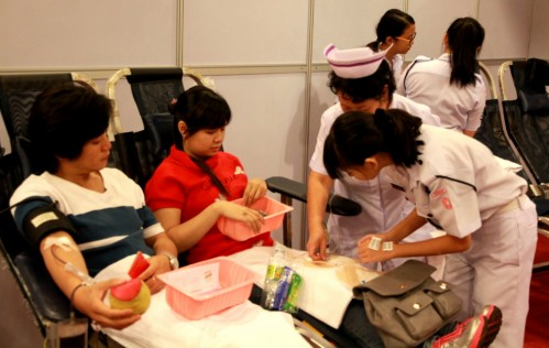 Nurses getting ready for blood donation