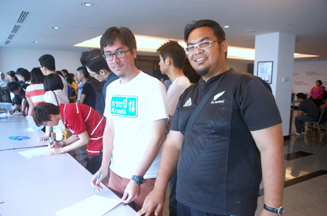 K-pop fans Ahmad Izzudin (R) and Annas Robani (L) at the ticket refund status briefing