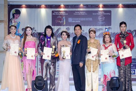 (L-R) Carol Lee, Carrie Lee, Kee Hua Chee, Datin Maylene, Jason Hee, Winnie Loo, Princess Dr Becky Leogardo and Eleen Young