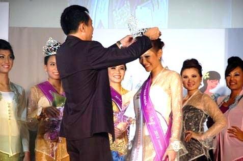 Miss Malaysia Kebaya 2012 Jean Lee crowning moment