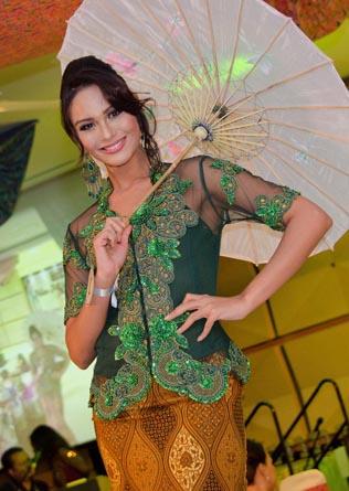 Miss Malaysia Kebaya 2013 Sunshine Aileen Devi Eric
