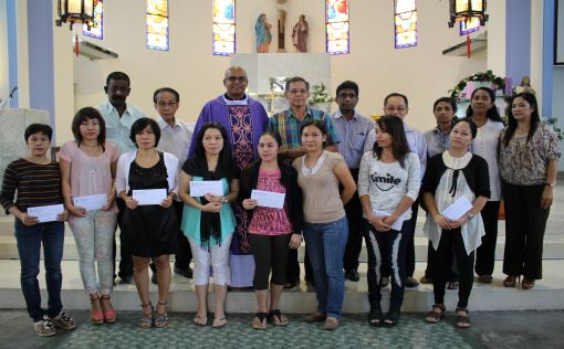 The Filipinos with their donations (front) together with the parish priest and Finance Committee members.