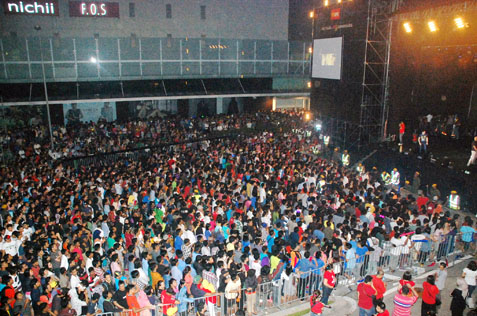Crowd at Mutiara Damansara 2014 countdown party
