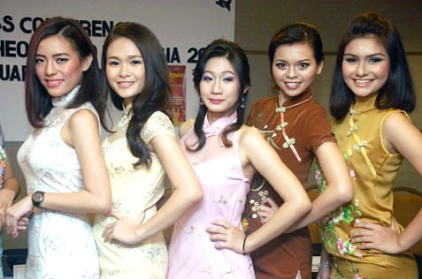 (L-R) Felicia Lee, Jesyka Hiu, Victoria, Amy Lim and Tasha Emily Gerard
