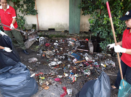 Residents cleaning up a backlane in Sungai Way New Village