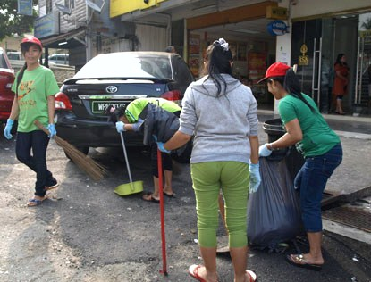 Residents cleaning up the commercial area of Sungai Way New Village
