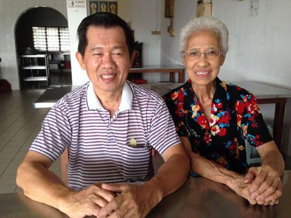 Rumah Sejahtera Seri Setia asst secretary Tee Yoon Ming (left) and Madam Foong