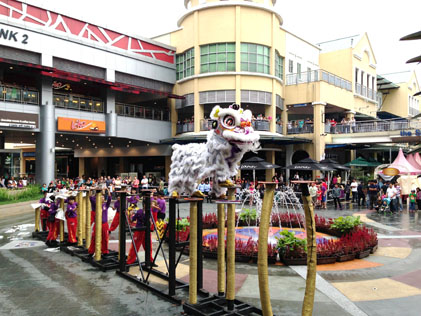 acrobatic lion dance on high poles