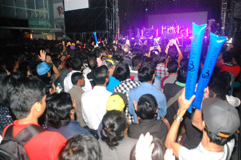 crowd at 2014 countdown party @ Mutiara Damansara