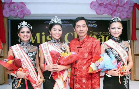 Jason Hee with Miss Chipao 2014 top 3 winners