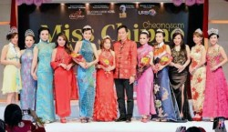 Jason Hee with beauty queens