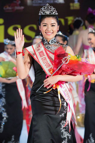 Newly crowned Miss Chipao Malaysia 2014 Sandra Chong waves to the cheering crowd.