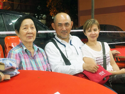 Sean Oon with his wife Madam Poh and daughter Jennifer
