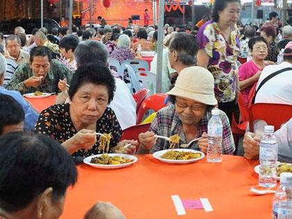 Senior citizens were the stars of Cheras Flats Charity Night
