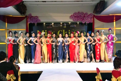 The 19 Miss Chipao Malaysia 2014 contestants parading in cheongsam.