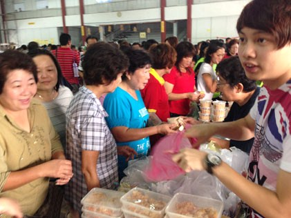 Carnival stalls selling food to raise fund for San Min Independent Secondary School Teluk Intan