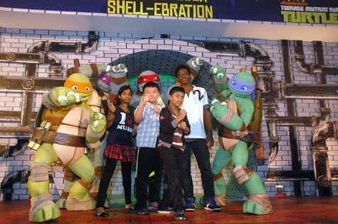 Children from Shelter Home, PJ with Teenage Mutant Ninja Turtles @ the Curve