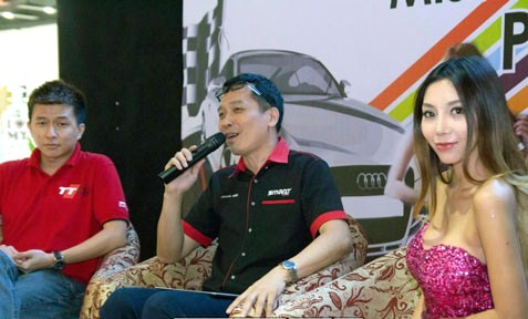 (From left) TT Club Malaysia vice president Tan Yau Chuan, Jason Hee and Leng Yein