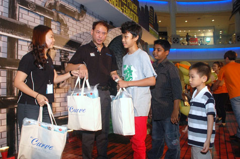 Ivan Tan giving out goodie bags to kids from Shelter Home for Children