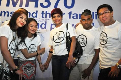 (L-R) Hunny Madu, Atilia, Jaclyn Victor, Reshmonu and Aubrey Suwito at #UniteforMH370 vigil held at the Curve.