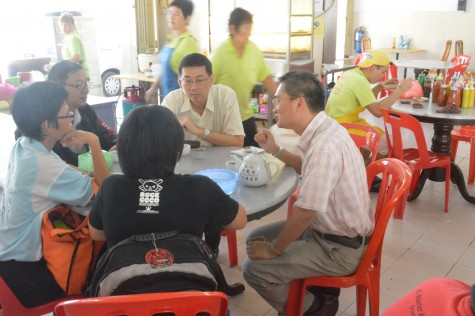 Khoo on the right with the residents fo T Melaka Baru