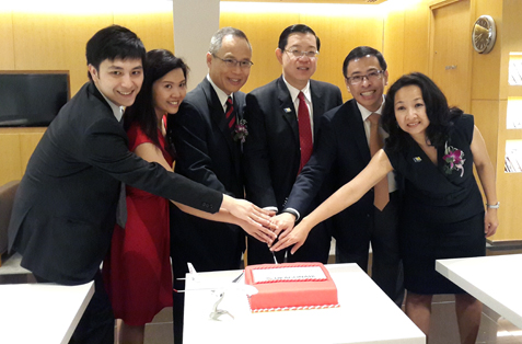 Penang chief minister Lim Guan Eng (third from right) and Dragonair CEO Patrick Yeung (third from left) at a cake-cutting ceremony to mark Dragonair's  maiden flight from Penang to Hong Kong on March 31, 2014.