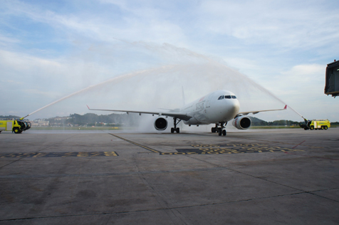 The aircraft was greeted with a traditional water cannon salute ceremony as it arrived to the gate and passengers received souvenirs as a token of remembrance.
