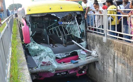 Bus stuck in tunnel Perai 5 copy