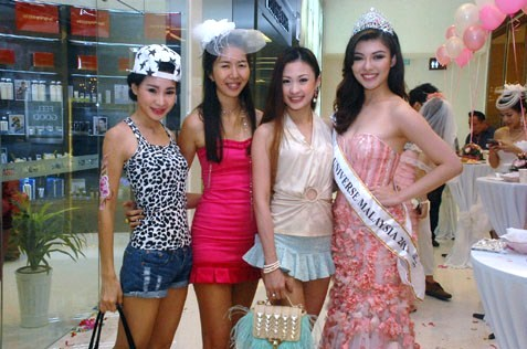 (L-R) Parisz Pariszque, June Yappie Shan, Carrie Lee and Carey Ng
