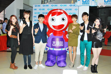 (L-R) Windy Tan, Ling Kai, Danny Wan, Orange Tan, Keith Tan and Ruby Yap