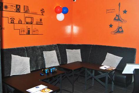 Loud Speaker Family KTV has private rooms of varying sizes to entertain karaoke lovers.