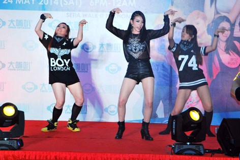 Ruby Yap (centre) sings and dances along with her backup dancers