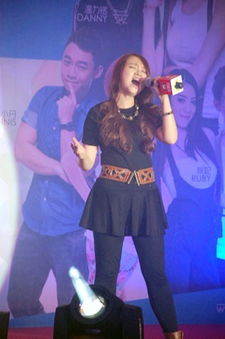 Windy Tan sings her heart out for the crowd