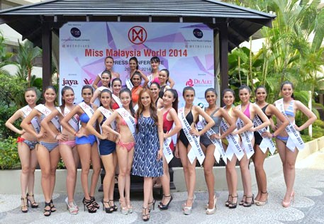 Dato' Anna Lim and Miss Malaysia World 2014 finalists