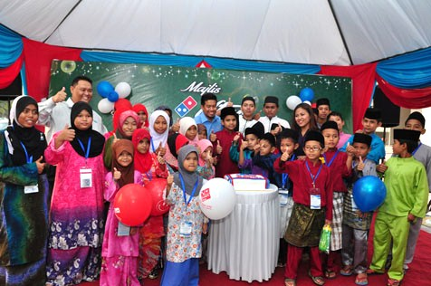 "Domino's Pizza Malaysia hosts a Majlis Iftar (breaking of fast) for orphans held at Domino's Pizza ""Ria"" outlet in Kuala Selangor recently."