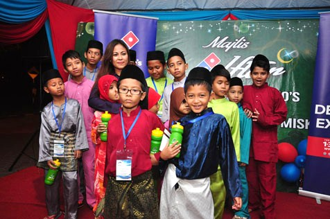 Hasfahlinda Hassan spending time with the underprivileged children