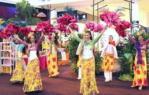 Mekar Raya dance performance is the highlight of eCurve's Buka Puasa event.