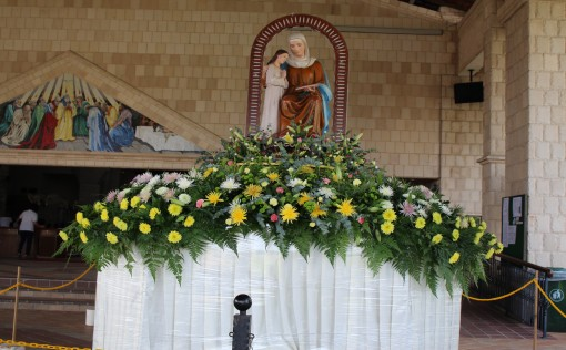 This beautifully decorated float with the statue of St Anne and Mary is for the procession on the two Saturdays.