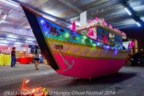 A paper boat to transfer the Hungry Ghosts back to Underworld