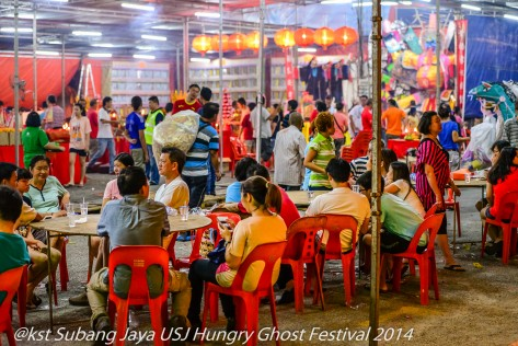 For a duration of 3 days, thousands of residents from around Subang Jaya and USJ come to offer prayers, food and Hell Money