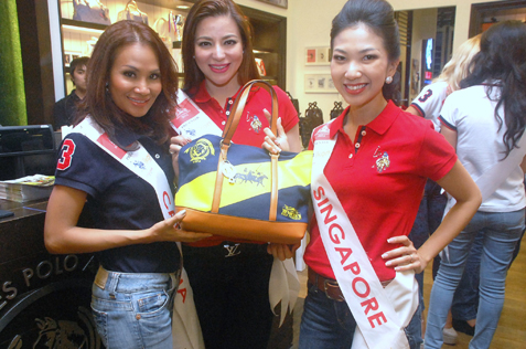 (L-R) Mrs Cambodia Sapor Rendall, Mrs Philippines Hemilyn Escudero-Tamayo and Mrs Singapore Cheryl Ho