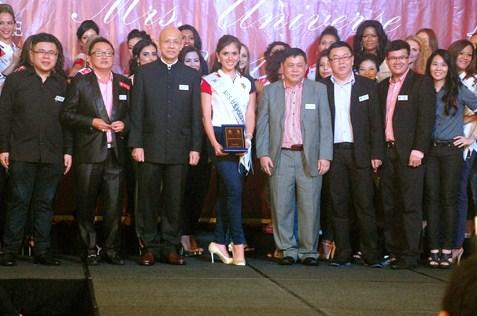 Mrs U.S. Polo Assn. 2014 Yezenia Navarro posing with U.S. Polo Assn. Malaysia senior management