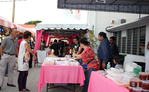Sale of Eurasian food after the Mass.