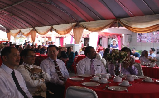 L to R: Aloysius Gasper, president of PEA, Bishop Sebastian Francis, Lim Guan Eng, Jagdeep Singh and Ng Wei Aik (hidden)